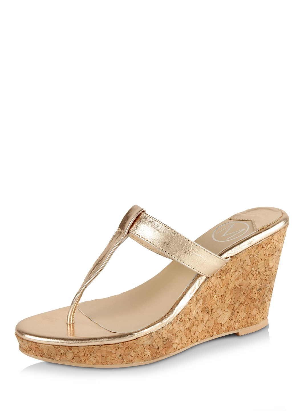 Looking great and fabulous is one of women's dreams when going out with friends, having a walk in the park or going shopping. In this place you can look fabulous and great everyday with your casual or chic attires with our extraordinary wedge shoes for women.