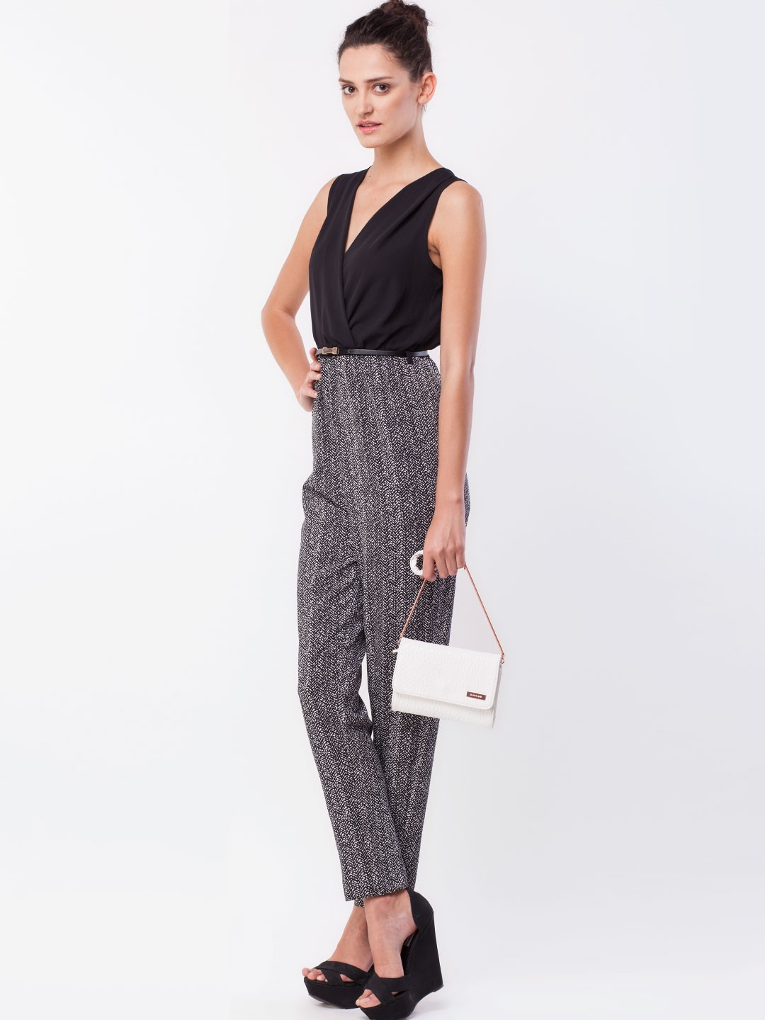 Shop white Jumpsuits & Rompers online,Jumpsuits & Rompers with cheap wholesale price,shipping to worldwide Online Help Our customer service is offline now. High Waist Sleeveless Tie Neck Printed Jumpsuit. 48%off Quick Shop Added Successfully. Off .
