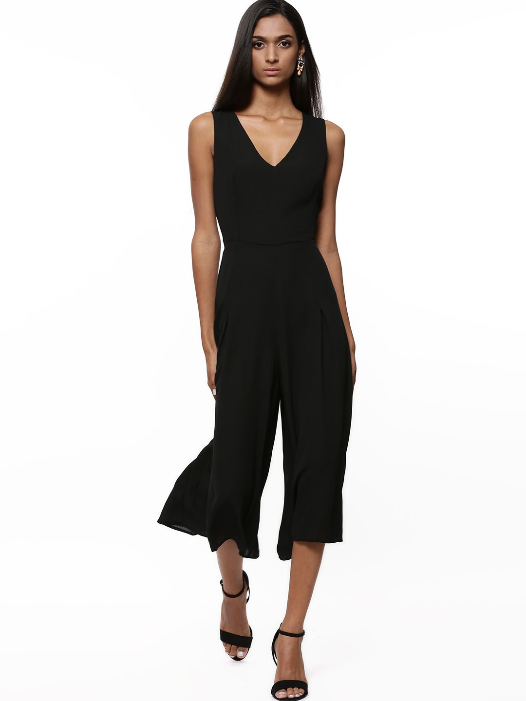 jumpsuits Our jumpsuits come in a multitude of styles, colours and - Sizes. Find your favourite, whether it is a sophisticated halterneck jumpsuit with pleats, a sporty summer version with shorts or a comfortable wrap over jumpsuit in a soft fabric.