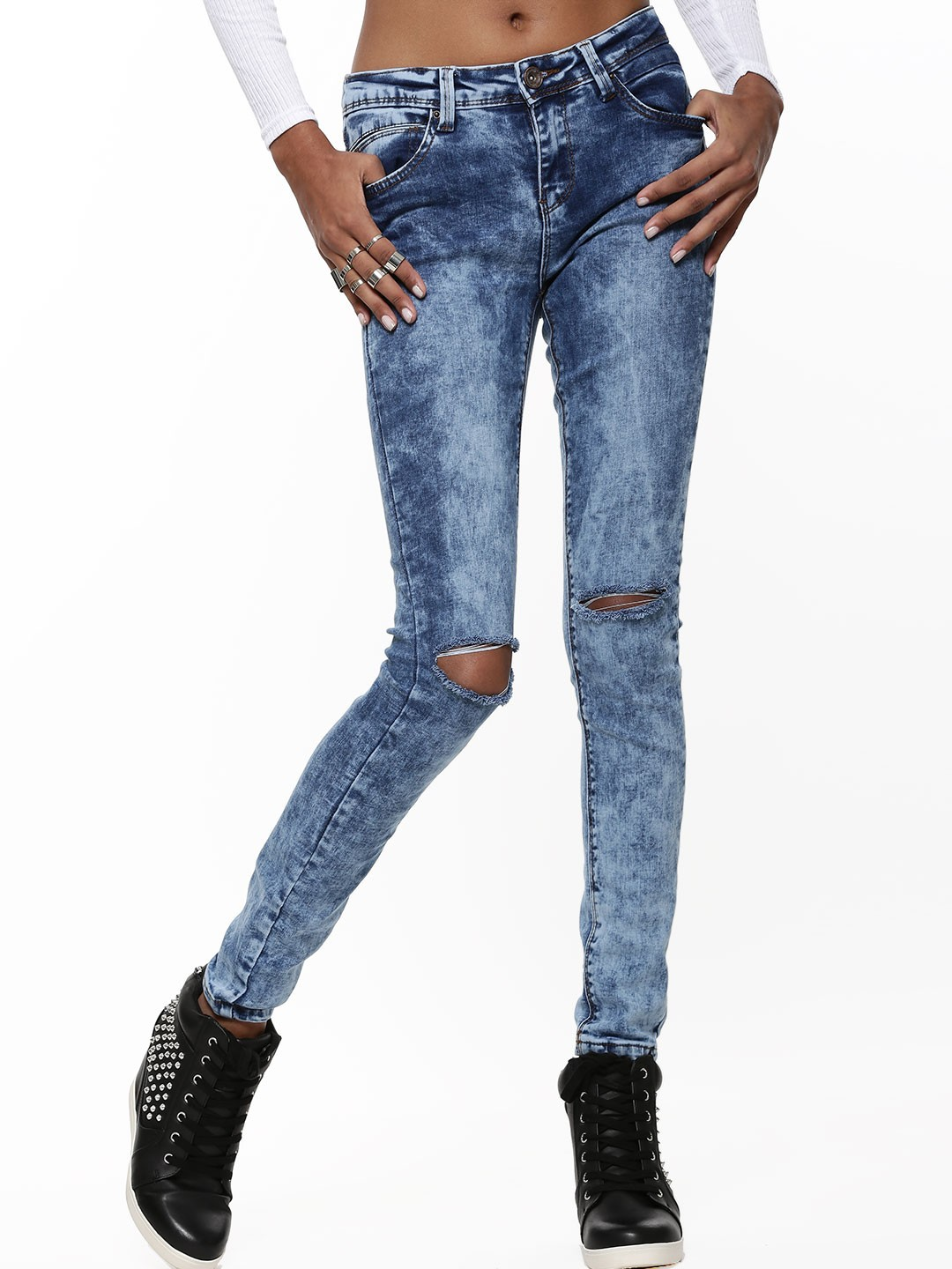 buy new look skinny rip knee stone wash jean for women women 39 s blue ripped jeans online in india. Black Bedroom Furniture Sets. Home Design Ideas