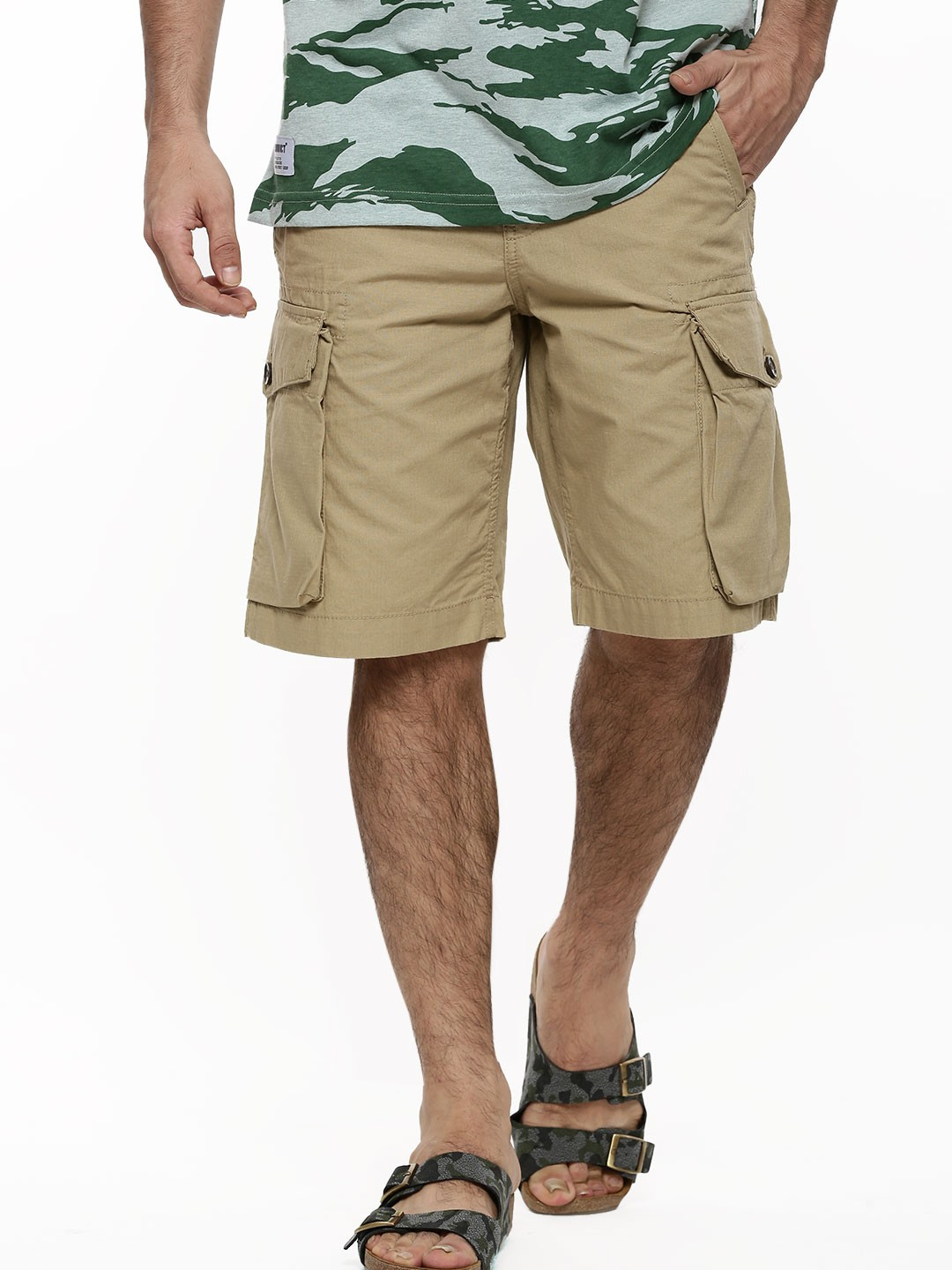 You don't have to find the time to head to a retail store as you can buy men's cargo shorts online. Pick from an enticing range of cargo shorts from your favorite online shopping portal. Pick from an enticing range of cargo shorts from your favorite online shopping portal.
