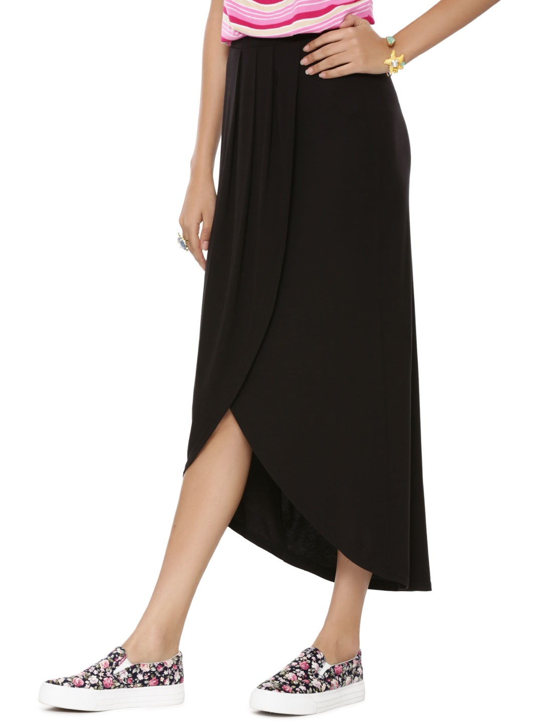Shop for amazing bargains on New Look in Maxi skirts at Vinted! Save up to 80% on Maxi skirts and pre-loved clothing to complete your style.