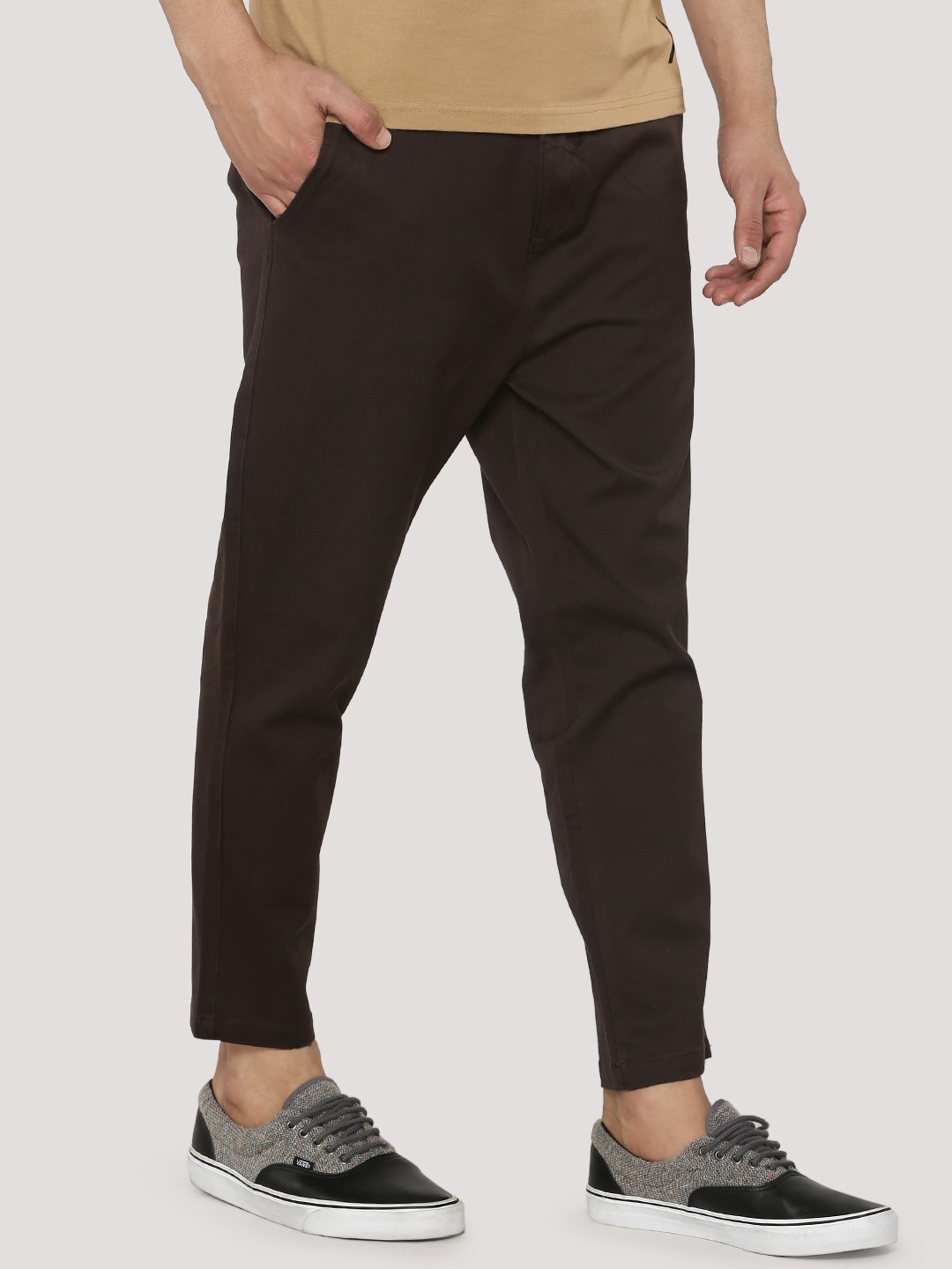 For 30 years and counting, we've designed all styles of dress pants for men. And for contemporary style, our slim fit dress pants are Monday-to-Friday essentials. We went the extra mile and offer them in a range of fabrics and colors – from versatile black to nautical navy, and (of course) classic khaki.