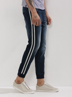 The wide array of products from our Adidas India range includes T shirts, sports shoes, casual shoes, shorts, track pants, sweatshirts, jackets, backpacks and more. You can pick and choose your favourite combinations, and within an Adidas price range which is quite reasonable, given the top-notch quality.