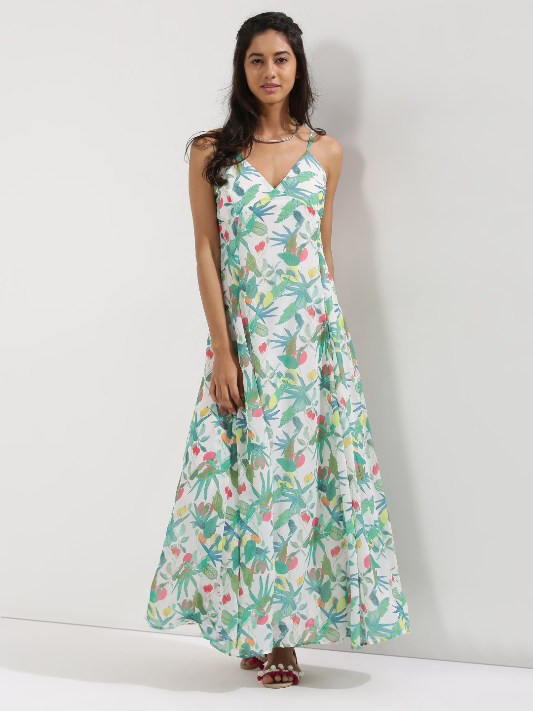 If you are finding a flowy maxi dress, Rosegal is the right place for you to go! Easy-to-wear, stylish and comfortable, a chiffon maxi dress is a must-have. No matter in what season, you can always find their appearance in all kinds of fashion show.