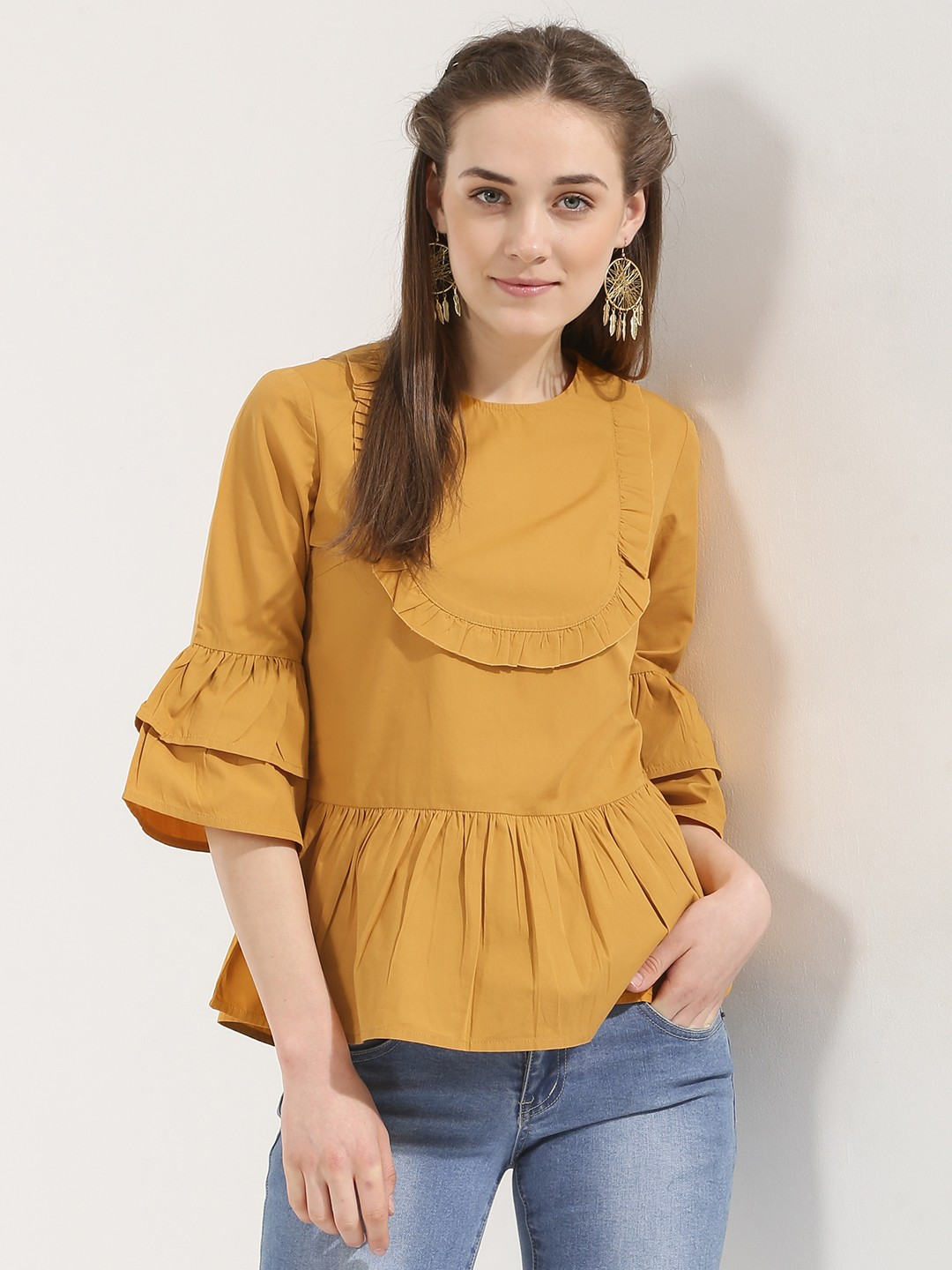Blouses are that universal piece of clothes that you can wear in any season and with confidence for every occasion. From day to night you can nail a blouse with the right accessories, shoes, pants or skirts.