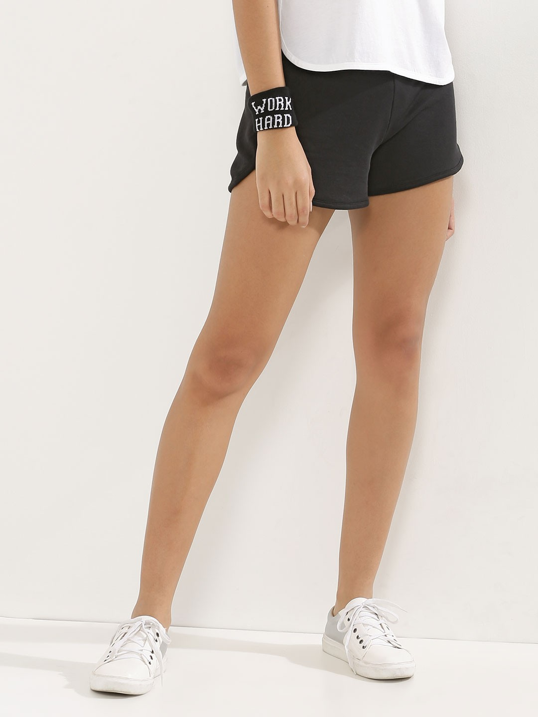 Soak up the sun and create your summer look with New Look's women's shorts, including staple short shorts and hot pants, to on-trend lace shorts and essential yoga shorts. Free delivery available on all of our ladies' shorts.